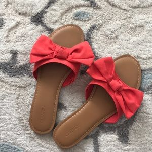 Old Navy coral bow slides